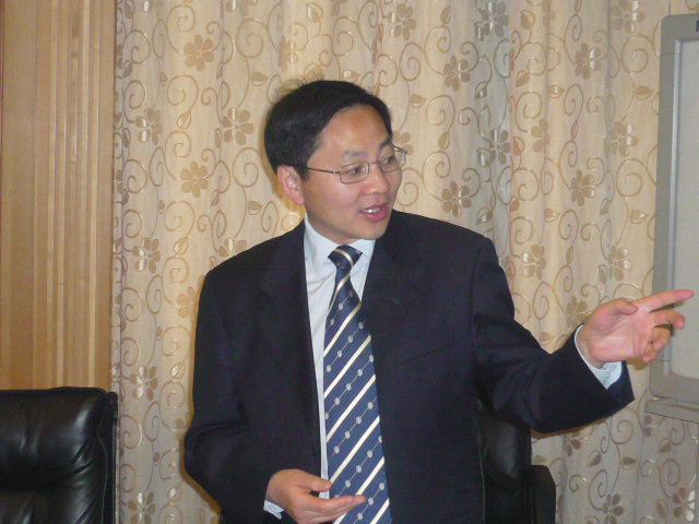 Chinese Resource Person making a presentation