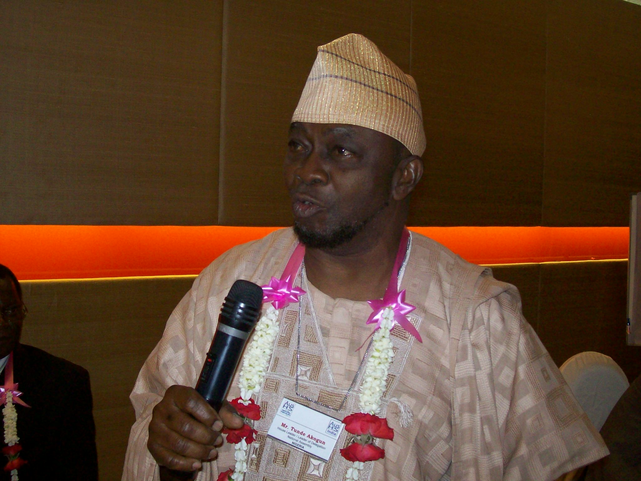 Mr. Tunde Akogun, Hon. House Leader, National Assembly, NIGERIA during an introductory presentation of the workshop.