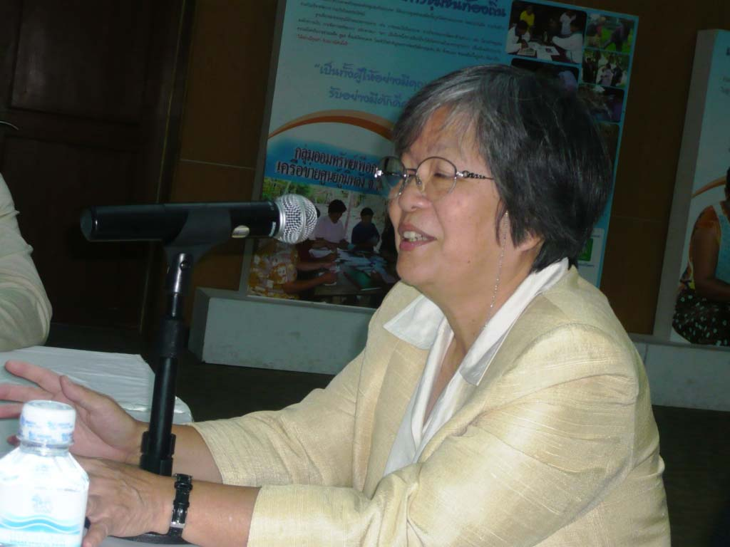 Ms Somsook Boonyabancha, Director of CODI giving a presentation to the workshop participants in Thailand.